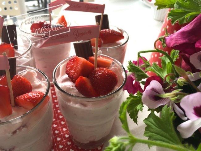 Erdbeer_Yogurette_Bluemchen