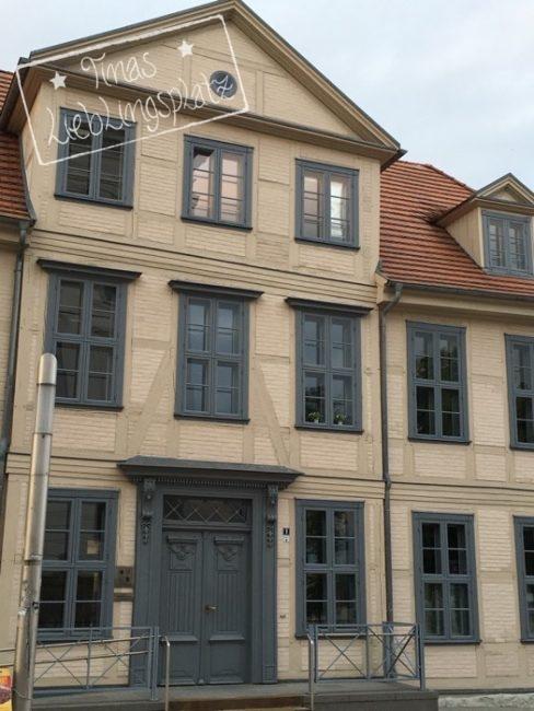Schwerin_Haus_graueFenster
